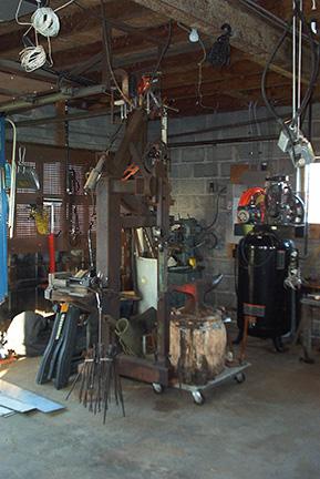 Plainishing hammer and work station